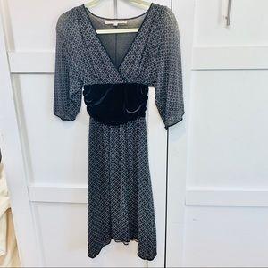 Full sleeve V-neck dress velvet waist